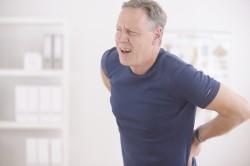 Боли в пояснице - симптом гемоспермии