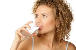 Обильное питье для понижения лейкоцитов в моче